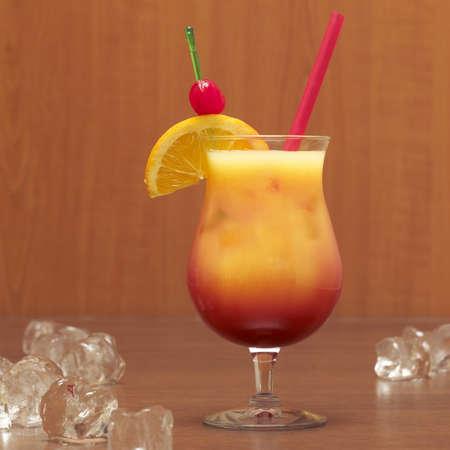 foodstill: Tequila with orange garnish, close-up LANG_EVOIMAGES