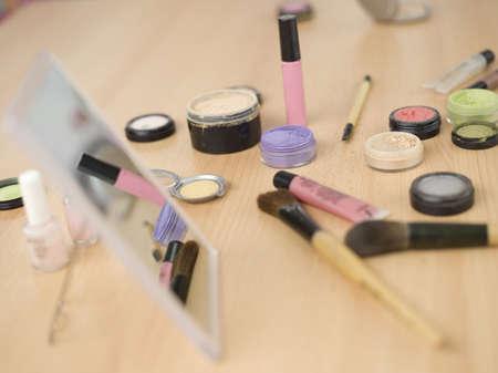 vivre: Cosmetics on table, close-up