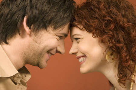 auspiciousness: Couple smiling, face to face, close-up LANG_EVOIMAGES