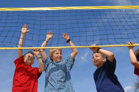 pelota de voley: Muchachos en volea neta bola