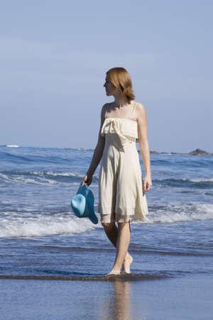 20 24 years: Woman walking along the beach