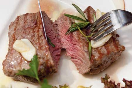 rump steak: Close up of grilled rump steak with garlic