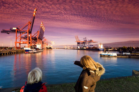 unrecognisable person: Germany Hamburg Waltershof Container Terminal with ships LANG_EVOIMAGES