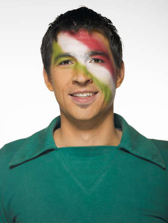 bandera de mexico: Fan�tico del f�tbol con la bandera mexicana pintado en el rostro
