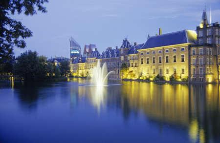 den: Netherlands ZuidHolland Den Haag Hofvijver with parliament