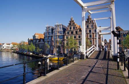 drawbridge: Leiden Drawbridge and canal Zuid Holland Netherlands LANG_EVOIMAGES