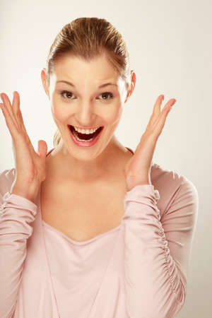 femme bouche ouverte: Jeune femme bouche ouverte portrait
