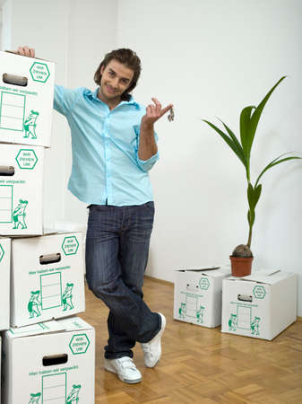cardboard only: Man holdig keys LANG_EVOIMAGES