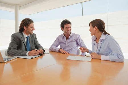 Business-Leute treffen