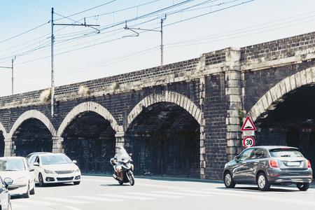 Vieux pont de port en pierre Archi della Marina à Catane, Sicile, Italie