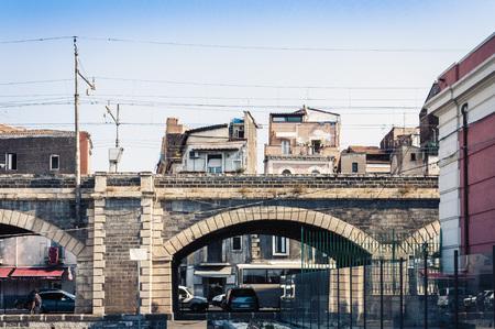 Vieux pont de port en pierre Archi della Marina à Catane, Sicile, Italie Banque d'images