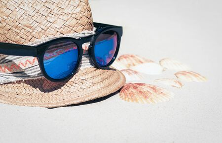 Vintage wicker straw hat and sun glasses on a tropical beach, sea summer concept Фото со стока - 133672412