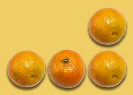 Fresh whole mandarin orange (Citrus reticulata), clean tangerine on yellow background with copy space for text, healthy vegetarian diet top view Standard-Bild