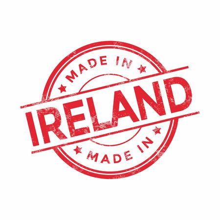 Hecho en Irlanda del vector rojo gráfico. Sello de goma redonda aisladas sobre fondo blanco. Con textura vintage.