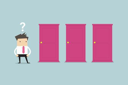 El hombre de negocios de pie al lado de tres puertas, incapaz de hacer que el concepto decisión correcta con signos de interrogación sobre su cabeza