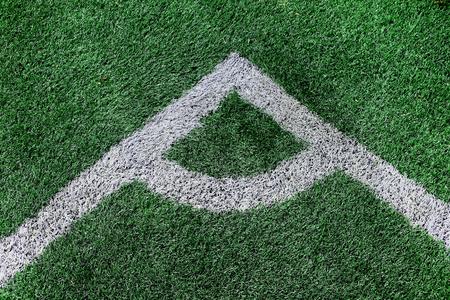 pasto sintetico: Esquina de hierba artificial del campo de fútbol (fútbol).