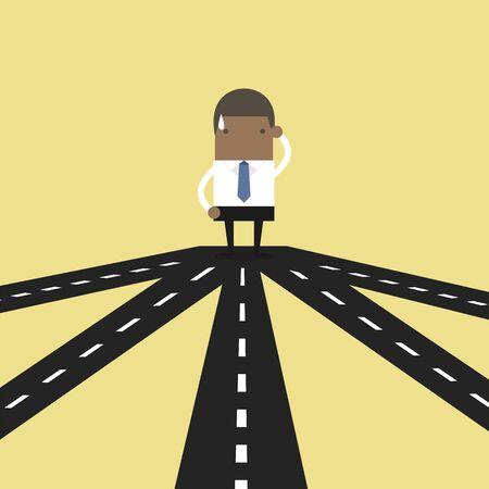 Homme d'affaires africain à la croisée des chemins choisissant l'orientation future vers le succès ou la stratégie commerciale.