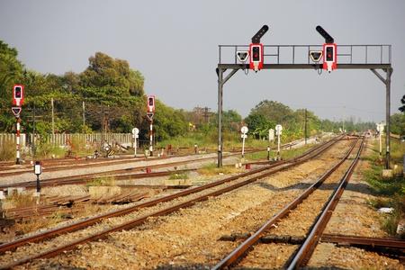 signalering: Licht-signalering voor spoor gebruik op spoorwegknooppunt in Thailand.