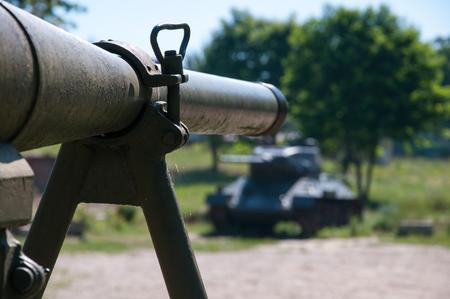 barrel bomb: Mortar aimed at the tank