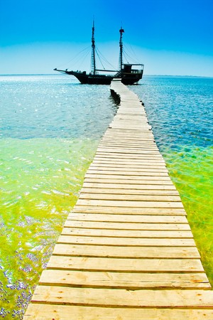 indian ocean: Pier and the sea