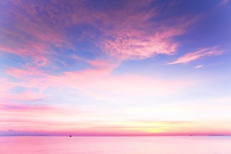 해변에서 아름 다운 cloudscape 풍경 일몰