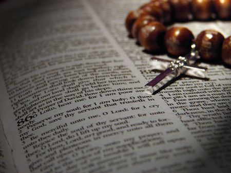 Bible and rosary Stok Fotoğraf