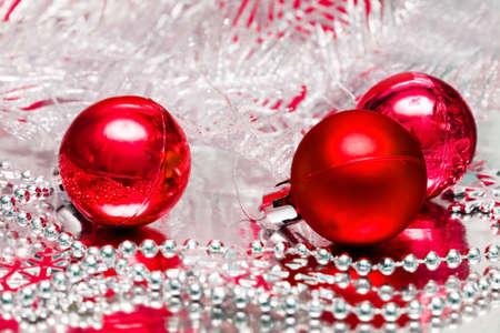natal: red Christmas balls with silver tree