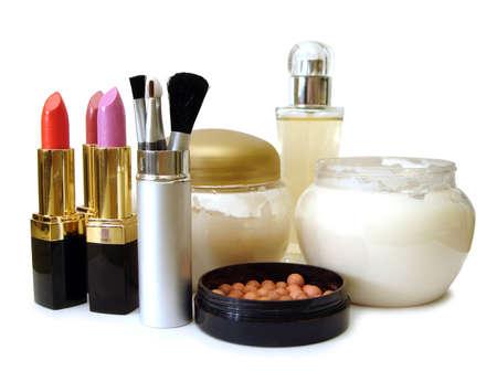Fixée pour le maquillage (crème, brosses, les parfums et les rouges à lèvres)  Banque d'images