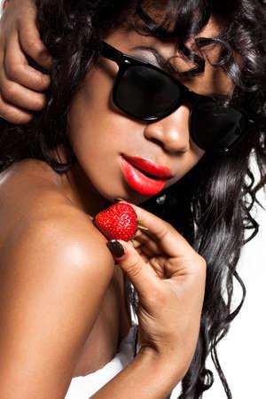 Mulattin mit frischen Erdbeeren  Stockfoto - 7781989