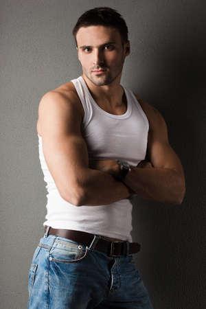 sportsman: hombre joven con una camiseta