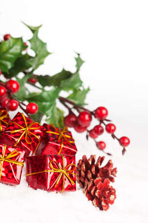festive pine cones: gift boxes with pinecone and european holly Stock Photo