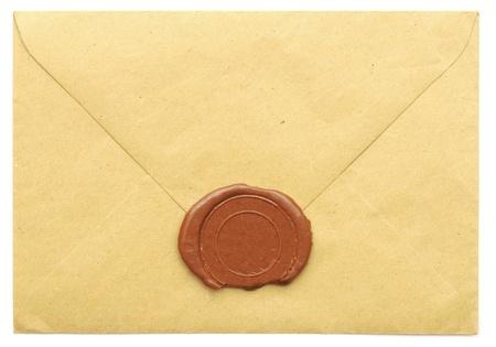 verzegelde bruine envelop geïsoleerd op witte achtergrond  Stockfoto