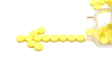 pilule: p�ldoras en frasco aisladas sobre fondo blanco