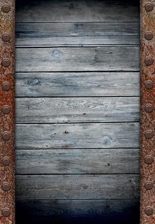 carreta madera: antigua muralla de madera en la textura de la armaz�n de metal oxidado