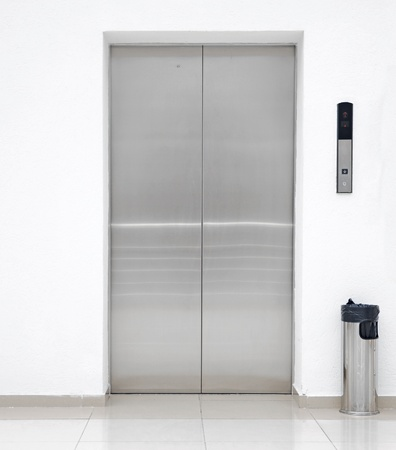 lift: single elevator door