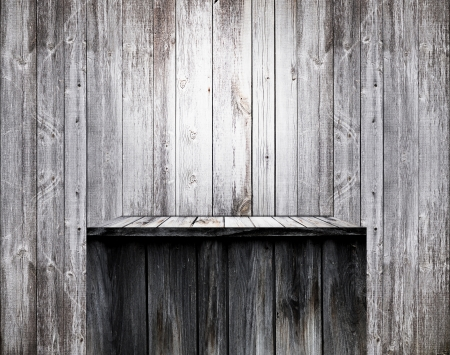 Lege houten plank op de oude muur Stockfoto