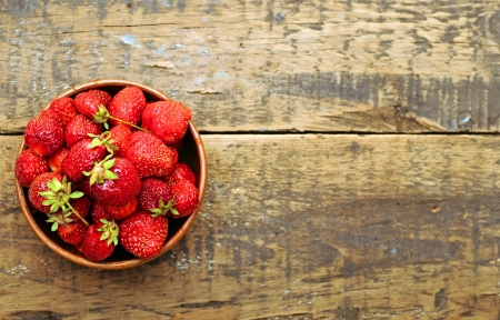 fruit bowl: Strawberries  Stock Photo