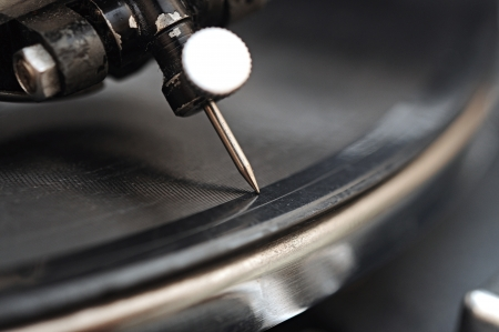 going nowhere: gramophone needle in vinyl records. A very extreme macro.