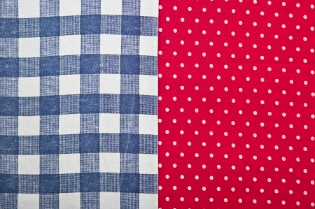 polka dot fabric: checked blu tessuto su tessuto rosso polka dot Archivio Fotografico
