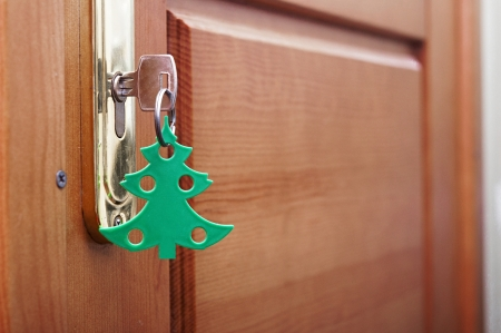 key in keyhole with blank tag in the form of a Christmas tree Stock Photo - 24555900