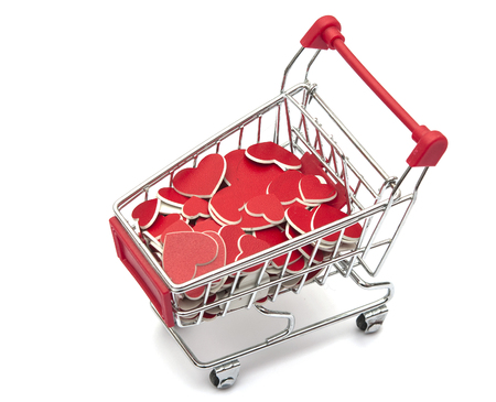 chariot supermarch�: Supermarket trolley full of red hearts on white background