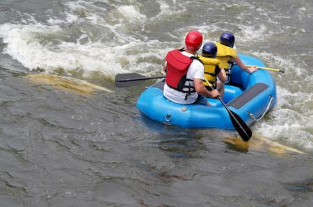 Een familie spatten in de rivier St Joseph in een vlot in het oosten ras waterloop in South Bend Indiana dit was de eerste man die natuurlijk in Noord-Amerika, de opening in 1984
