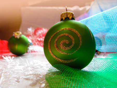 cor: Green ball on Christmas tree. Beautiful festive greeting card with colorful balloons and décor