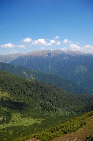 fagaras: profonda valle e peacks montagna, Fagaras montagne, i Carpazi Archivio Fotografico