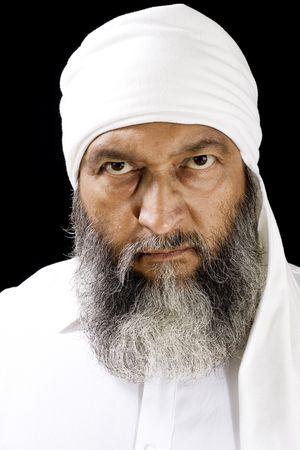 Portrait de l'homme du Moyen-Orient avec coiffure, sur fond noir Banque d'images