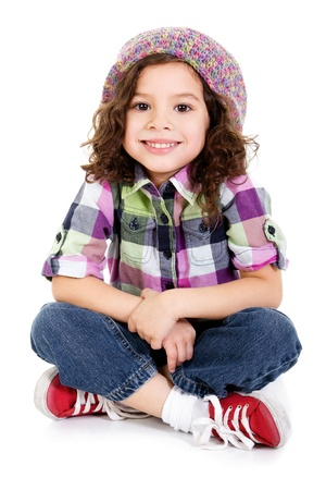 Stock foto van gelukkig vrouwelijke voorschoolse leeftijd kind zit op een witte achtergrond