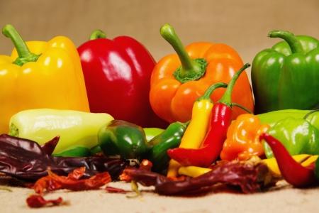 legumbres secas: Imagen de archivo de la guindilla naturaleza muerta, muy colorido y variado