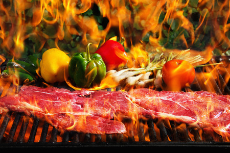 Stock image of steak and vegetables on a barbecue grill with flames Zdjęcie Seryjne