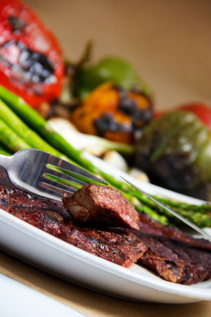Stock image of grilled steak and veggies Zdjęcie Seryjne