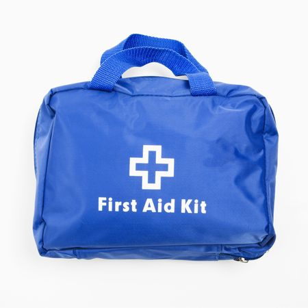 botiquin primeros auxilios: Blue botiqu�n de primeros auxilios en fondo blanco.